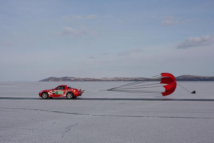 Mazda MX-5 на льду Байкала